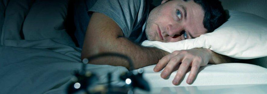 A insônia também pode ter origem psicológica e endossar sintomas de depressão e ansiedade