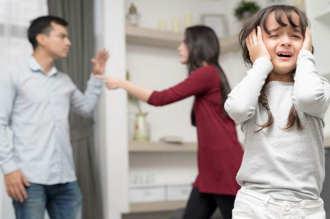 Vale a pena manter um casamento tóxico pelo bem dos filhos?