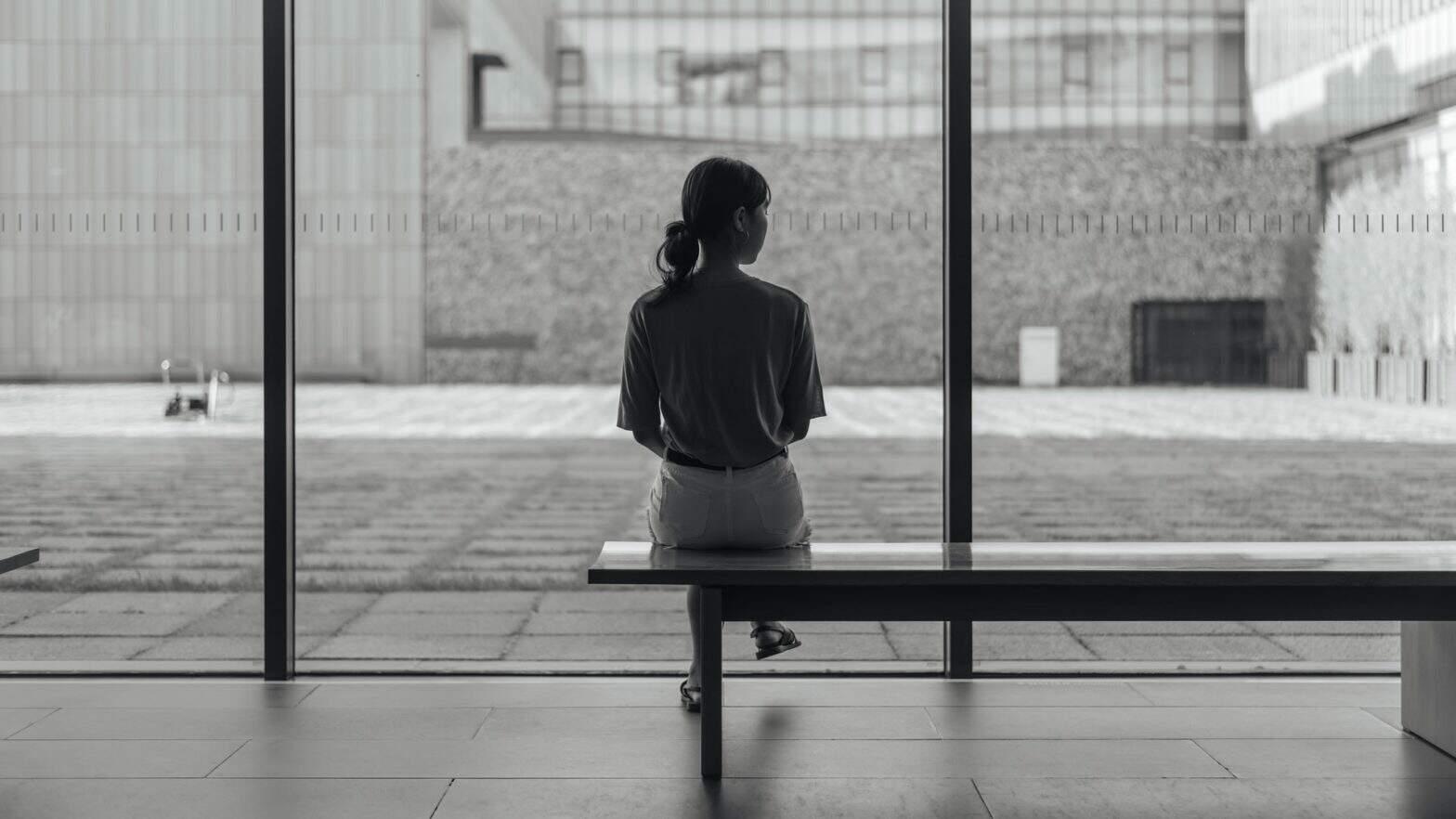 Sentimento de solidão é um sinal de que você precisa rever conexões sociais